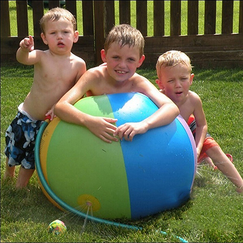 Childrens-Outdoor-Lawn-Swimming-Beach-Inflatable-Water-Fountain-Ball-1