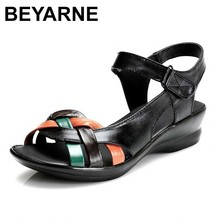 BEYARNE 2018 여름 여성 정품 가죽 샌들 웨지 오픈 발가락 신발 편안한 여성 샌들 어머니 신발 플러스 크기 (35 42)