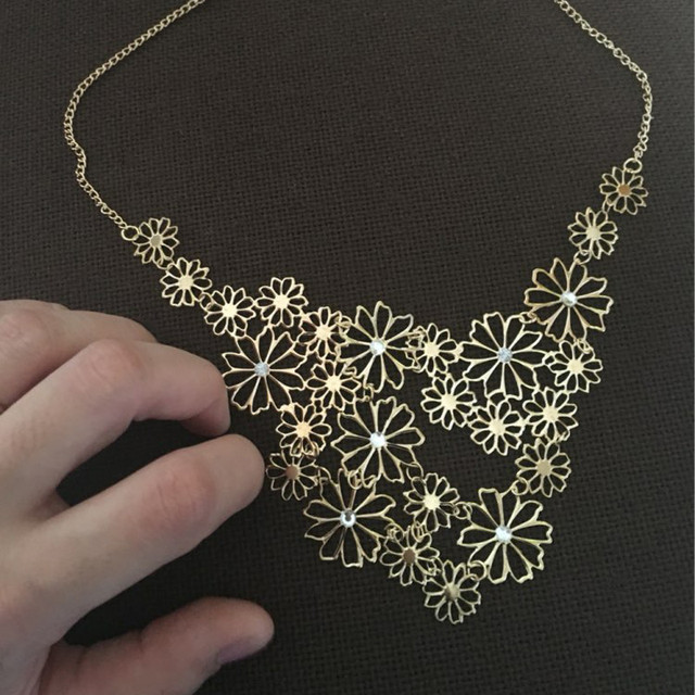 Hot Sale Brand Design Western Style Multilayer Pendants Rhinestone Gold Hollow Flowers Necklace