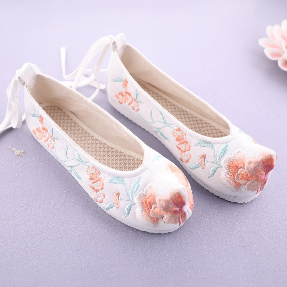Chinese language Model Embroidered Sneakers Floral Ballet Flats Sneakers Canvas Girls Embroidery Sneakers Hanfu Sneakers Candy Warped-head Ning Xiang Girls's Flats, Low cost Girls's Flats, Chinese language Model Embroidered...