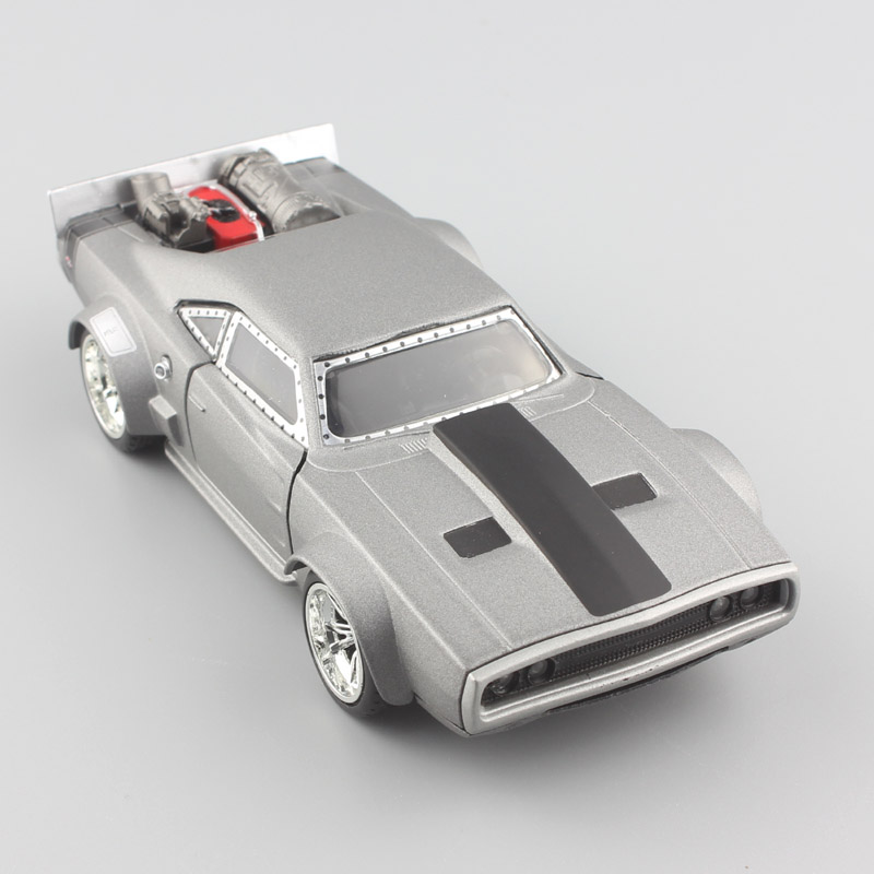 1/32 Échelle marque RAPIDE et FURIEUX F8 Dom de GLACE Chargeur Dodge Miniature réaménagé muscle métal diecast modèles voitures jouets pour enfants