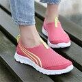2016 nueva moda hombres y mujeres zapatos casual, barato hombres que caminan de los zapatos planos zapatos transpirable Zapatillas zapatos casuales tamaño 36-44