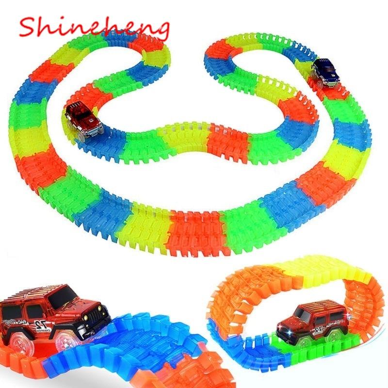 Shineheng milagroso brillante carrera curva Flex Flash en la oscuridad de la Asamblea coche de juguete 220/240 piezas resplandor mágico pista de carreras conjunto
