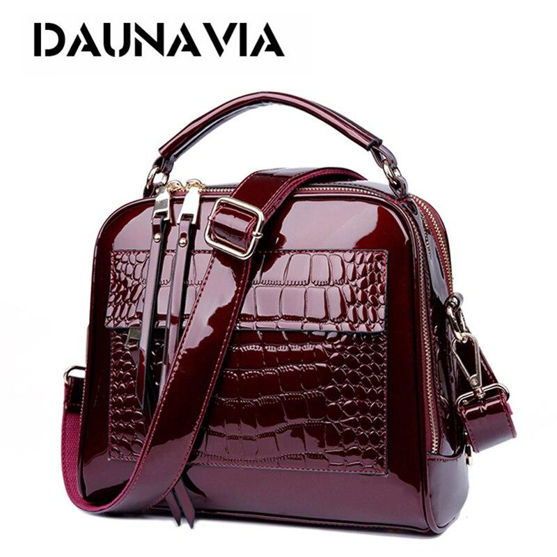 все цены на DAUNAVIA 2017 New Women Bags Leather Handbags Crocodile Vintage Women Shoulder Bags Crocodile pattern patent leather handbags онлайн