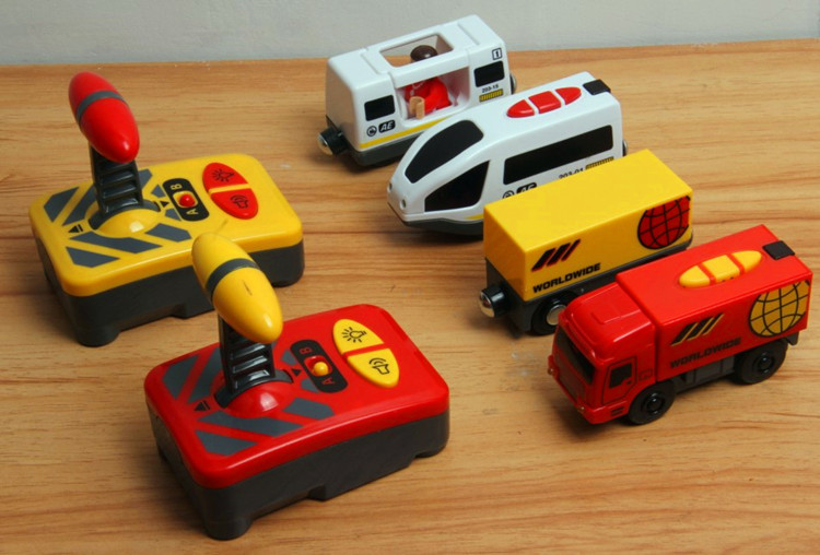 Remote control electric locomotive compatible magnetic Thomas wooden track Brio IKEA track red Truck and white