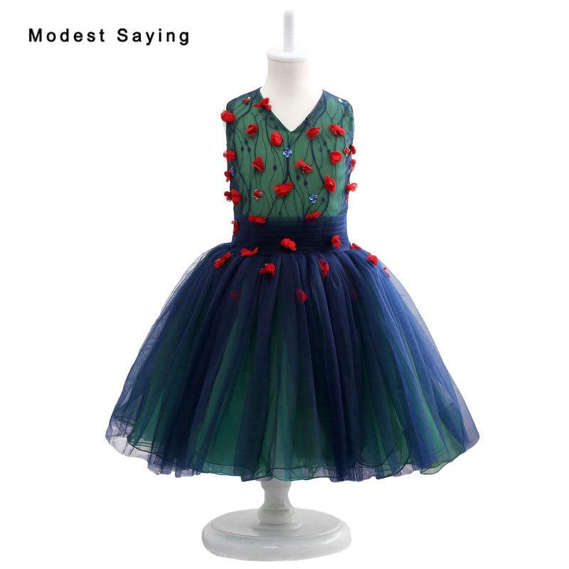 Nouvelles robes de demoiselle d'honneur en dentelle bleu foncé esprit forêt 2017 avec des fleurs au genou longueur robes de reconstitution historique de mariage pour les petites filles