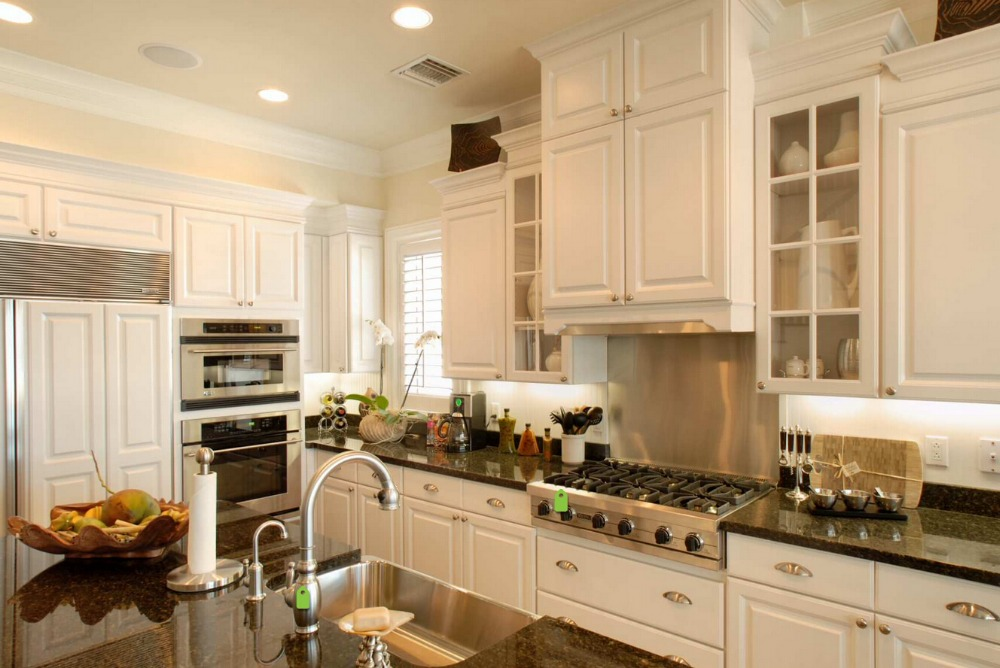2017 retail wholesales solid wood kitchen cabinets customized made white color traditional wooden cabinets s1606128