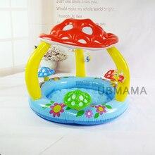 Niños en el fondo de una piscina con toldo de la seta del bebé piscina inflable mar piscina cuenca