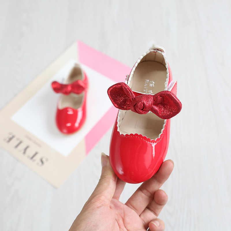Primavera y otoño nuevas niñas zapatos de princesa de charol bebé de cuero brillante suave inferior casual niños Zapatos de rendimiento