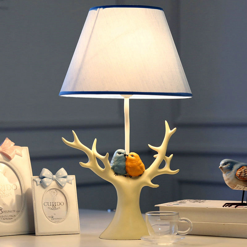 Wedding bird lamp bedroom bedside lamp American retro romantic wedding gift jewelry frame to do