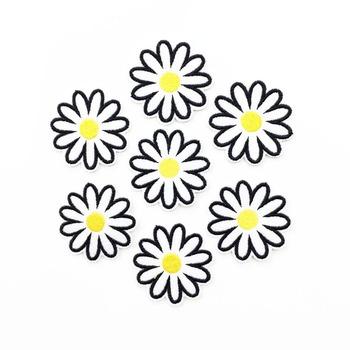 10 sztuk partia Daisy żelazko na plastry na odzież hafty plaster kwiat aplikacje naklejki DIY szycia odzieży dekoracji Craft 47mm tanie i dobre opinie 4 7cm Haftowana Do przyprasowania HANDMADE Przyjazne dla środowiska Fresh Garden