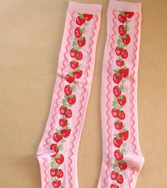 Princesa doce Lolita meias até o joelho 100% algodão espessamento feminino real vintage morango cosplay meia rosa e preto