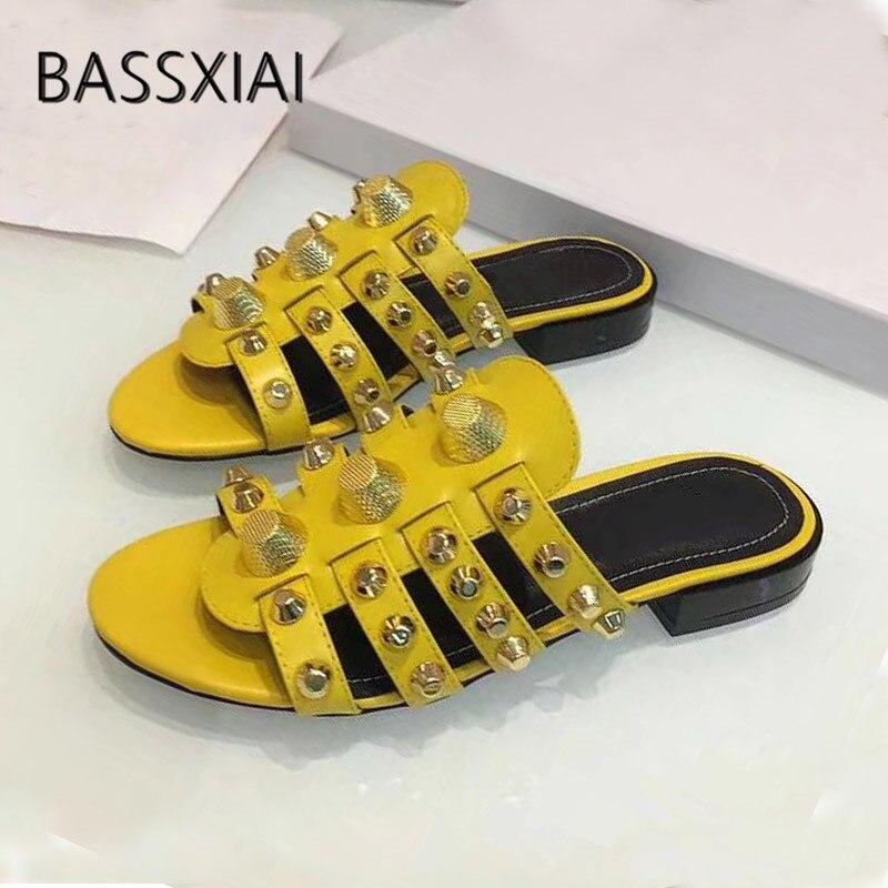 2019 pantoufles en peau de mouton jaune femmes Rivet bande étroite chaussures plates femme sans lacet gladiateur sandales-in Pantoufles from Chaussures    1