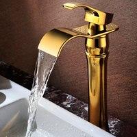Европейский очень стильные твердой латуни золотой Готовые ванной комнате раковина водопад кран Золотой бассейна горячей и холодной воды с