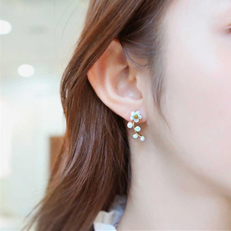 E0321 新女性支店のためのシェル真珠の花スタッドピアス女性ステートメント耳ジュエリーギフト卸売