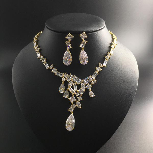 цена на 2018 new fashion elegant retro crystal water drop zircon golden necklace earring set,wedding bride banquet dress dinner jewelry