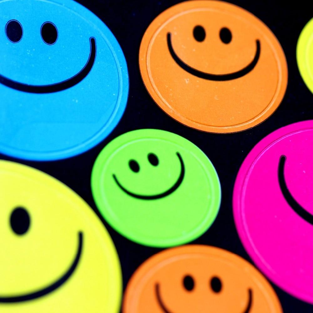 136pcs/Pack High Quality 5 Color Reward Children Kids Cute Smiley Faces Emoji Teacher * Stickers New Design Factory Direct Sales