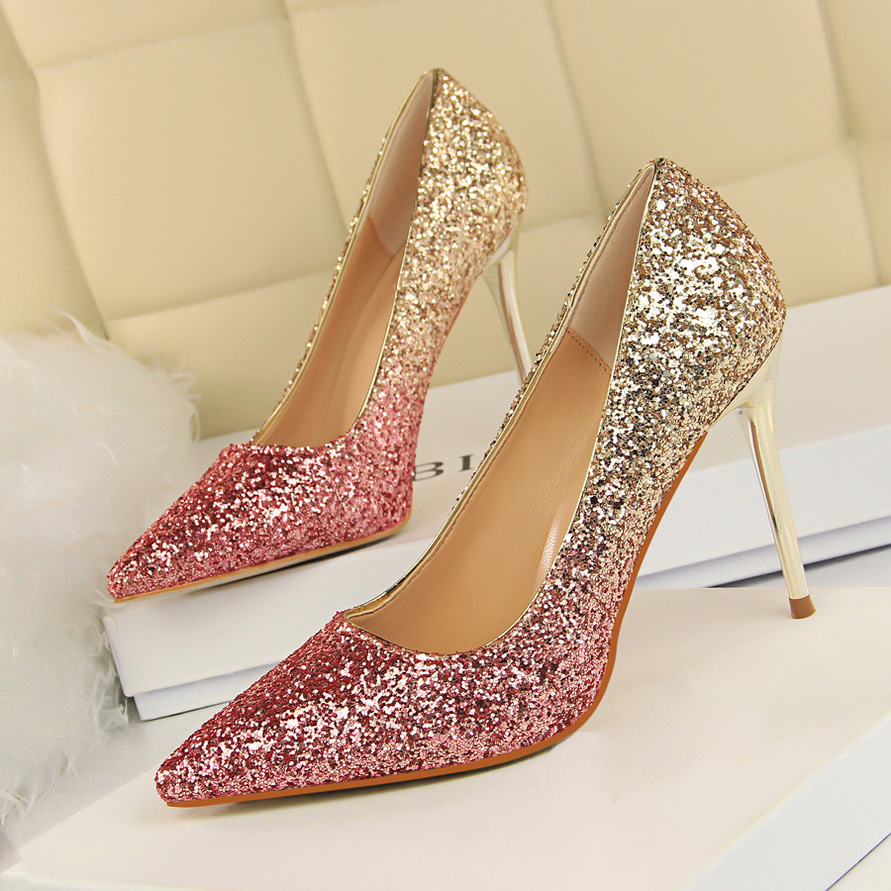Detail Feedback Questions about 2018 Women 9cm Thin High Heels Sexy Glitter  Bright Scarpins Pumps Female Stiletto Wedding Bridal Gold Sliver Red  Valentine ... ebdbee7dad46