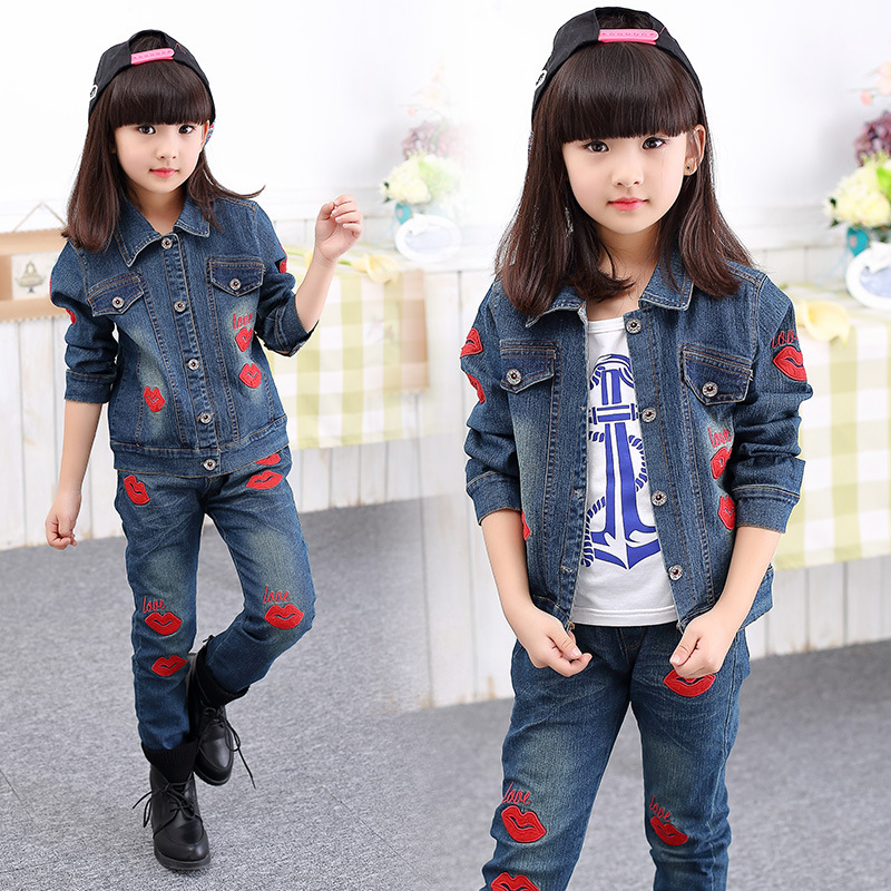 Girl Denim Suit 2017 Spring and Autumn Classic Children's Cowboy Suit Girls Big Red Lips Letter Love jeans Two-piece Sets Denim kimocat boy and girl high quality spring autumn children s cowboy suit version of the big boy cherry embroidery jeans two suits