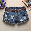 2016 verão nova das mulheres calça jeans de cintura baixa luz do flash azul shorts jeans buraco fêmea Sexy Do Punk Rebite Mulheres Curtas Calças de Brim Z2240