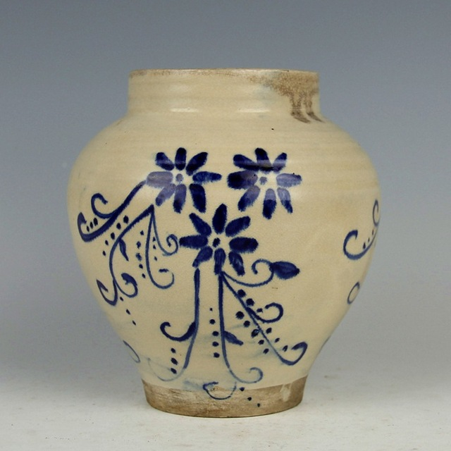 Tang Dynasty Xing Kiln Blue And White Pattern Round Mouth Jar
