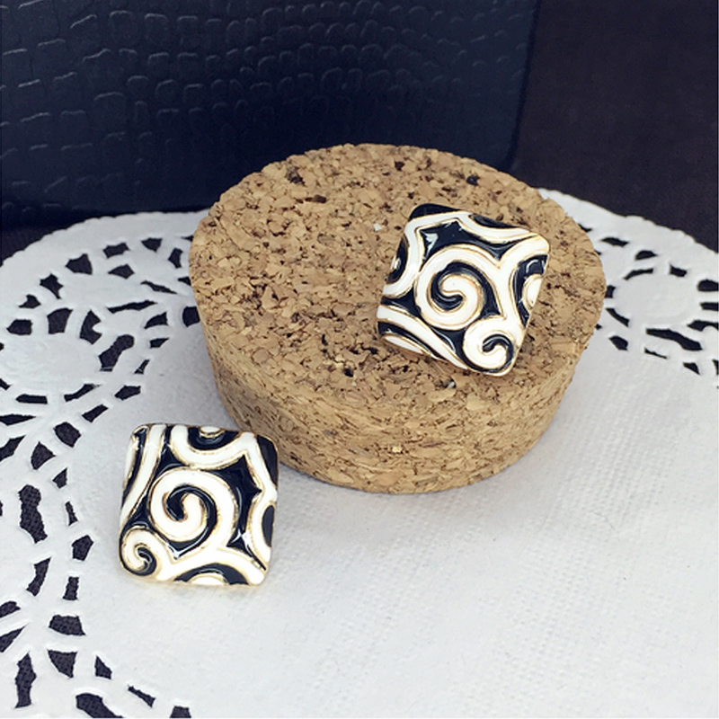 Square Earring  3