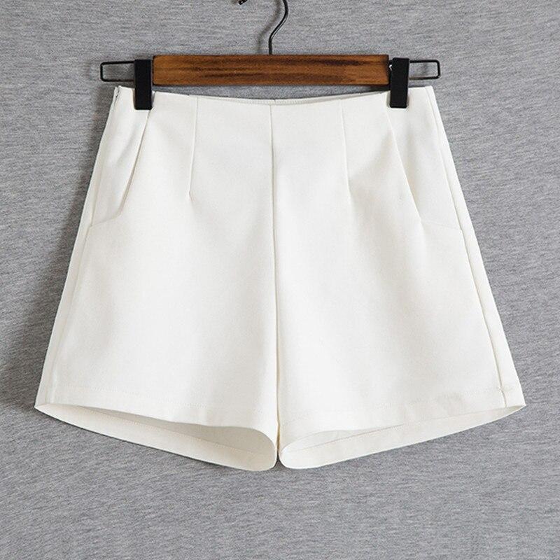 Short femme en mode d'été