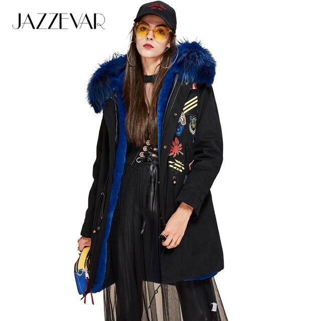 Jazzevar новые модные зимние Для женщин большой енота меховой воротник парка пальто с капюшоном аппликации бисером Военная Униформа медалей длинная куртка