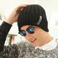 Новый Skullies шапочки для мужчин сплошной вязаные шапки зимние шапки теплые кость бонне Gorros черный-серый красный шапочка шляпу