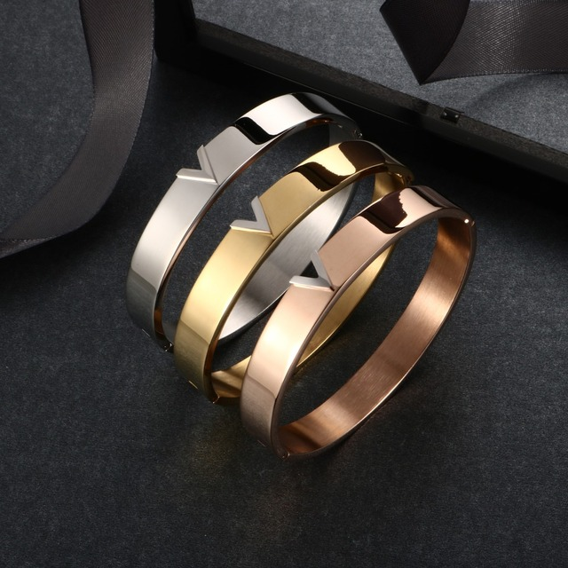 Женские браслеты V-образной формы