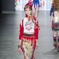2017 Pasarela de Moda de manga Corta Impresa de Alta Calidad de algodón Blanco T camisa + Rojo Plisado Midi Falda de dos piezas de la Mujer Traje de conjunto