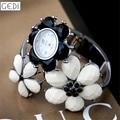 Relógios das mulheres Pulseira de Marca De Luxo Senhoras Da Forma do Relógio Preto Branco Flores de Strass Elegante relógio de Pulso Das Mulheres Relógio Meninas