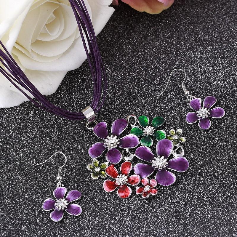 9e32ef2cd7b4 Boda india mujeres Juegos de joyería marca flor púrpura Colgantes collar  con cuelgan flores Pendientes conjunto cuerda joyería