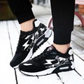 Hombres nueva moda de invierno deporte zapatilla de deporte de marca negro cuero de la pu casaul zapato azul caliente vulcanizan Los Zapatos corrientes entrenadores zapatos