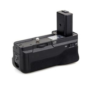 Image 2 - Meike MK A6300 Verticale Multi Power Battery Grip Mano per Sony A6300 A6000 A6400 di lavoro Della Macchina Fotografica con 1 o 2 NP FW50 batteria