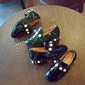2017 Весна New Baby Девушки Жемчуг Brand Shoes High Heels принцесса PU Лакированной Кожи Shoes for Kids Британских Детей Одного Shoes