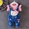 2016 Новая Коллекция Весна Осень hello kitty одежда набор дети верхняя одежда новорожденных девочек дети С Длинным рукавом + Джинсовые Комбинезоны 2 шт. костюм ковбоя