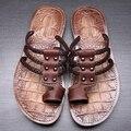 Nuevo 2016 hombres del cuero genuino flip flop sandalias de verano remaches zapatos planos ocasionales zapatillas de playa de tamaño 38-44