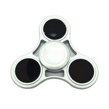 ใหม่Tri-s Pinnerอยู่ไม่สุขของเล่นพลาสติกEDCมือปั่นสำหรับออทิสติกและสมาธิสั้นมือปั่นของขวัญของเล่น
