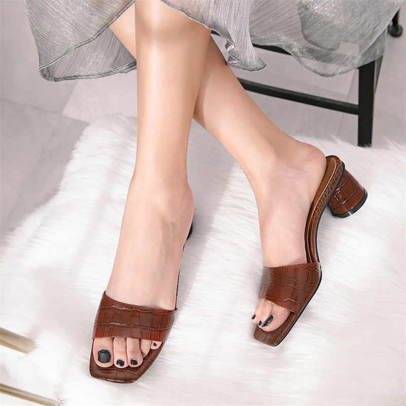 FEDONAS Marka Tasarım Kare Ayak Yuvarlak Topuklu Muhtasar Kadın Sandalet Düz Hakiki Deri Roma Yaz Rahat parti ayakkabıları Kadın