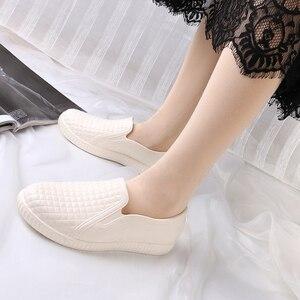 Image 2 - Сапоги SWYIVY женские резиновые с низким вырезом, Новинка лета 2018, женская повседневная обувь на плоской подошве, водонепроницаемые женские сапоги для дождя, сапоги женские 40