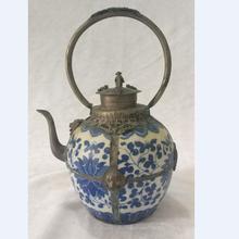 Коллекция тибетский серебряный ручной работы голубой и белый керамический чайник, домашнее животное античный металлический чайник