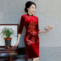 2018 New Red Chinese Women Traditional Dress Velvet Cheongsam Tighten Sexy Qipao Flower China Wedding Dress Plus Size M 3XL