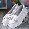 2017 Новых Мужчин кожаные ботинки женские оптовые квартиры обувь девушка повседневная комфорт низком каблуке плоские мокасины кисточкой белые туфли