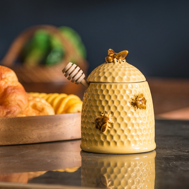 Stoneware Bee Skep Design Honey Jar And Wood DipperGolden YellowCountry Style