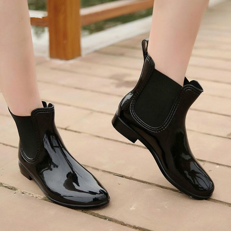 Image 5 - Wenjie brother/женские модные резиновые сапоги из мягкого ПВХ с эластичными лентами; короткие резиновые сапоги на Плоском Каблуке; Водонепроницаемая Обувь-in Полусапожки from Обувь