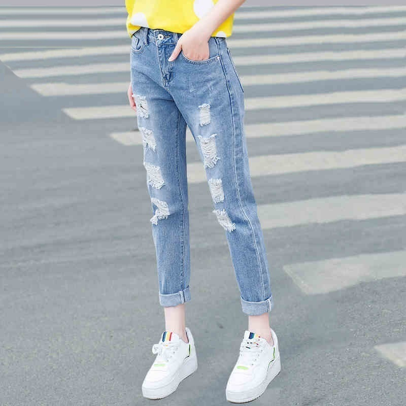 In the spring of 2017 New Oriental scholar Haren hole jeans female Korean BF nine loose knee pants tide