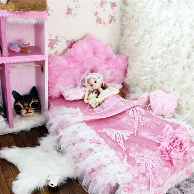 1/6 Dollhouse Miniature pink soft bed kawaii Furniture toy for dolls bjd doll 33cm simulation bed pretend play toys girls gifts 1 6 furniture toy for dolls dollhouse miniature pink soft bed kawaii bjd doll simulation bed pretend play toys girls gifts new