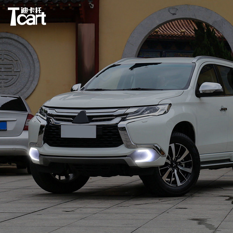Tcart High Quality Car Daylight DRL Daytime Running Light Auto LED Lamps With Yellow Signals For Mitsubishi Pajero 2016 2017