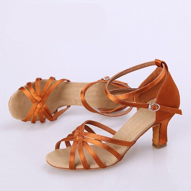 f85db300 US $21.91 40% OFF Łacińskie buty kobieta 7 Cm obcas 5 pasy klasyczny Zapato  Baile Latino kobiety Satin jakości w Łacińskie buty kobieta 7 Cm ...